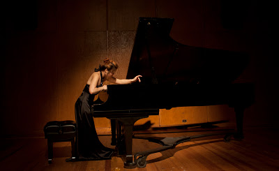 George_Crumb_Piano_Photo_1-1